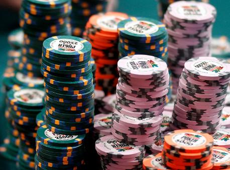 gto_poker_chips_table